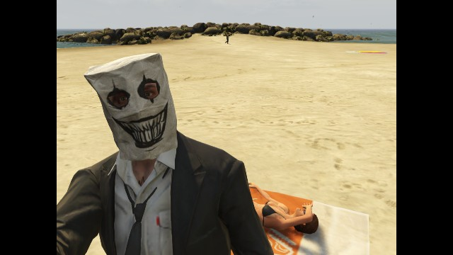 GTA V (GTA 5) Screenshots - Vespucci Beach - Paper Bag Man